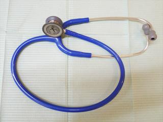 呼吸音や飲み込みの音を聞いて、誤嚥をしていないか検査します。